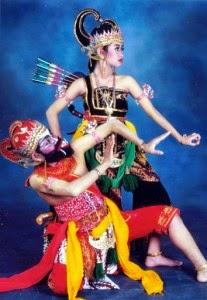 """Seni Tradisional Jawa Tengah : tradisional, tengah, Tengah, """"Tarian, Adat,, Rumah, Pakaian, Senjata, Tradisional,, Makanan, Musik, Tradisional, Daerah"""""""