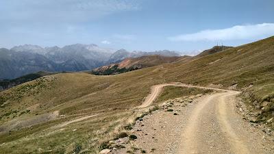 Último kilómetro de Pedras Blancas con vistas al Posets