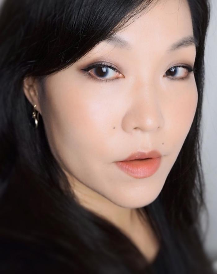 LensMe Mochi Blue makeup look