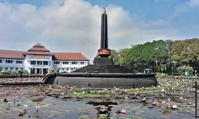 akcayatour, Tugu Malang, Travel Malang Semarang, Travel Semarang Malang, Wisata Malang