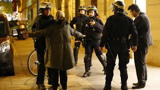 Un sospechoso buscado por el ataque en París se entregó en Bélgica
