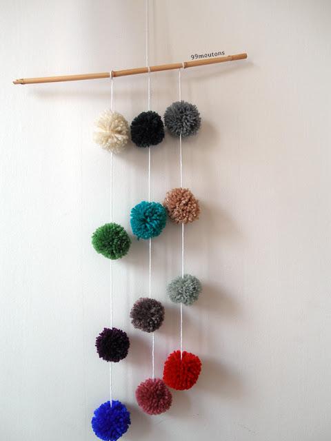 mobile en pompons de laine