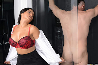Rose-Monroe-%3A-Sneaking-and-Freaking-In-The-Shower-%23%23-BRAZZERS-b6x63u1z7a.jpg