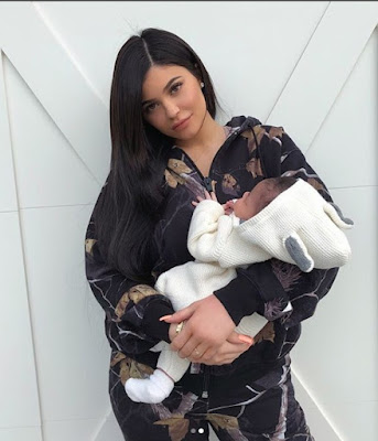 Travis Scott and Kylie Jenner Finally Unveil the Face of Their Daughter Stormi (01)