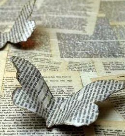 http://www.manualidadesblog.com/mariposas-con-papel-viejo/