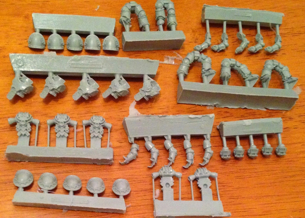 Warpstone Flux: Unboxing Mark III Iron Armour from Forge World