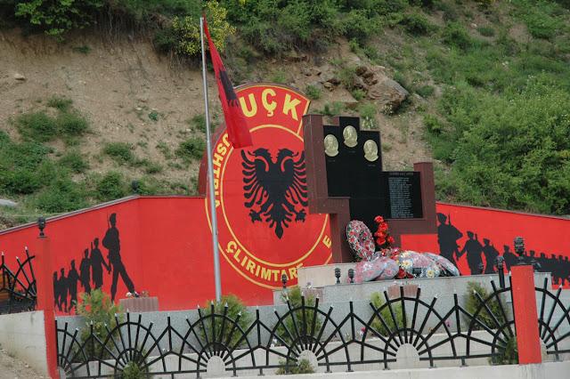 ΟΙ ΚΑΤΣΑΠΛΙΑΔΕΣ ΔΟΛΟΦΟΝΟΙ ΤΟΥ UCK (Ου-Τσε-Κα)  ... Απειλεί να αιματοκυλίσει τα Βαλκάνια – Το εμπόριο ναρκωτικών, οι οπλαρχηγοί του που έγιναν υπουργοί και το όραμα της «Μεγάλης Αλβανίας»