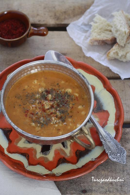 Zupa z soczewicy  Alaca çorbası