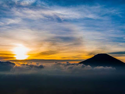 Sunrise of Sikunir hill