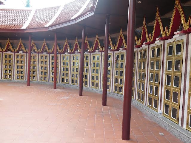 Wat In (Wat Intharawihan)