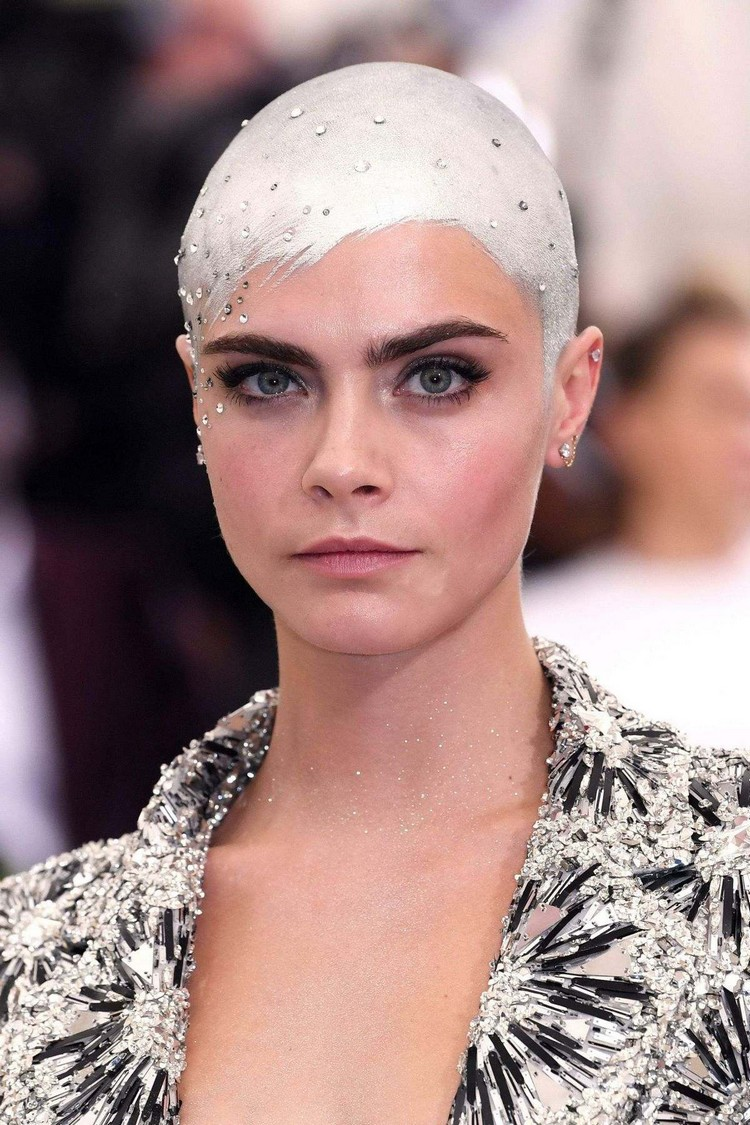 The image of Cara Delevingne at the MET Gala-2017 was included in the trending topics of the day