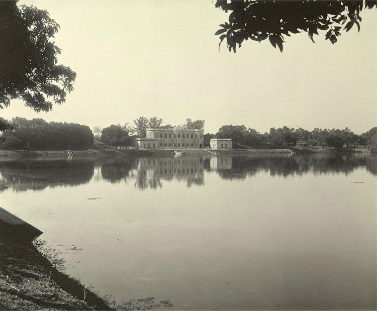 The Aftab House on the banks of the Kishensagar Lake - Burdwan (Bardhaman), Bengal, 1904