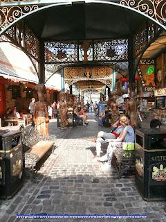 Zona de restauración en el mercado de Camden.