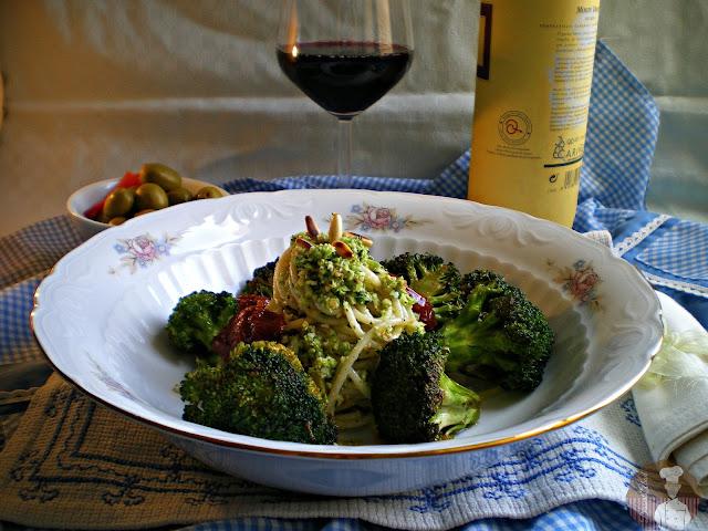 Espaguetis con pesto de brócoli y limón