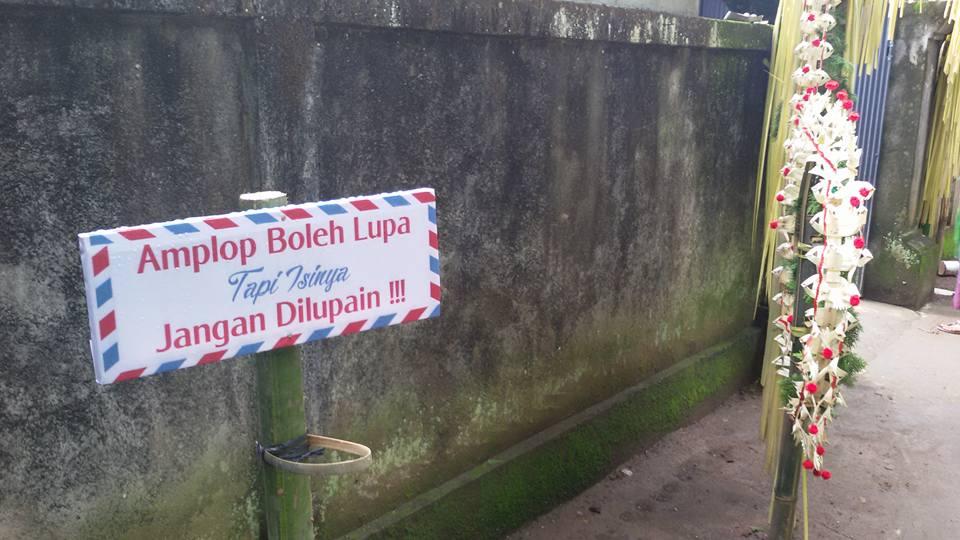 Kocak! Penunjuk Jalan Menuju Lokasi Resepsi Yang Bikin Heboh