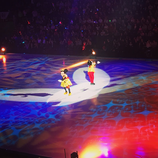 Disney on Ice: Worlds of Enchantment - Minnie and Mickey