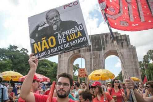 Lula chega a ato suprapartidário em Curitiba - Assista ao vivo  -+ + ... 97ea8412f12d0