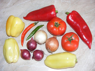 retete cu legume, preparate din legume, retete culinare cu ardei ceapa ciusca rosii, legume proaspete romanesti de gradina,