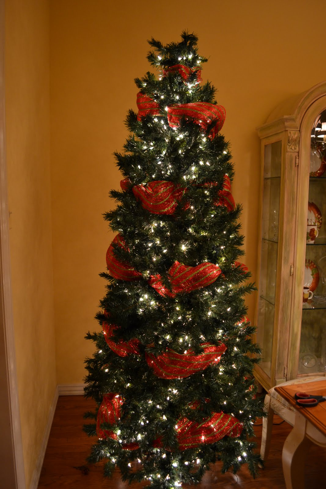 Kristen's Creations: Decorating A Christmas Tree With Mesh ...