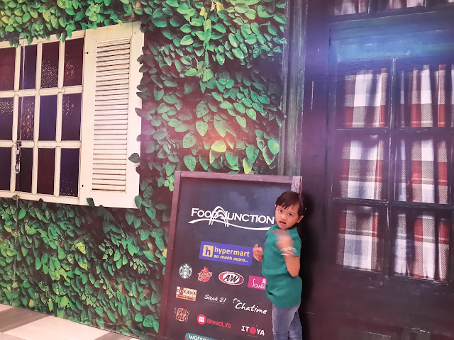 Spot Dinding 3D di Hypermart Food Junction Surabaya