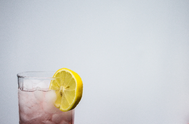 Various Health Benefits Of Drinking Lemon Water That You Don't Realize