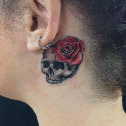 kulak arkası kuru kafa dövmesi behind ear skull tattoo
