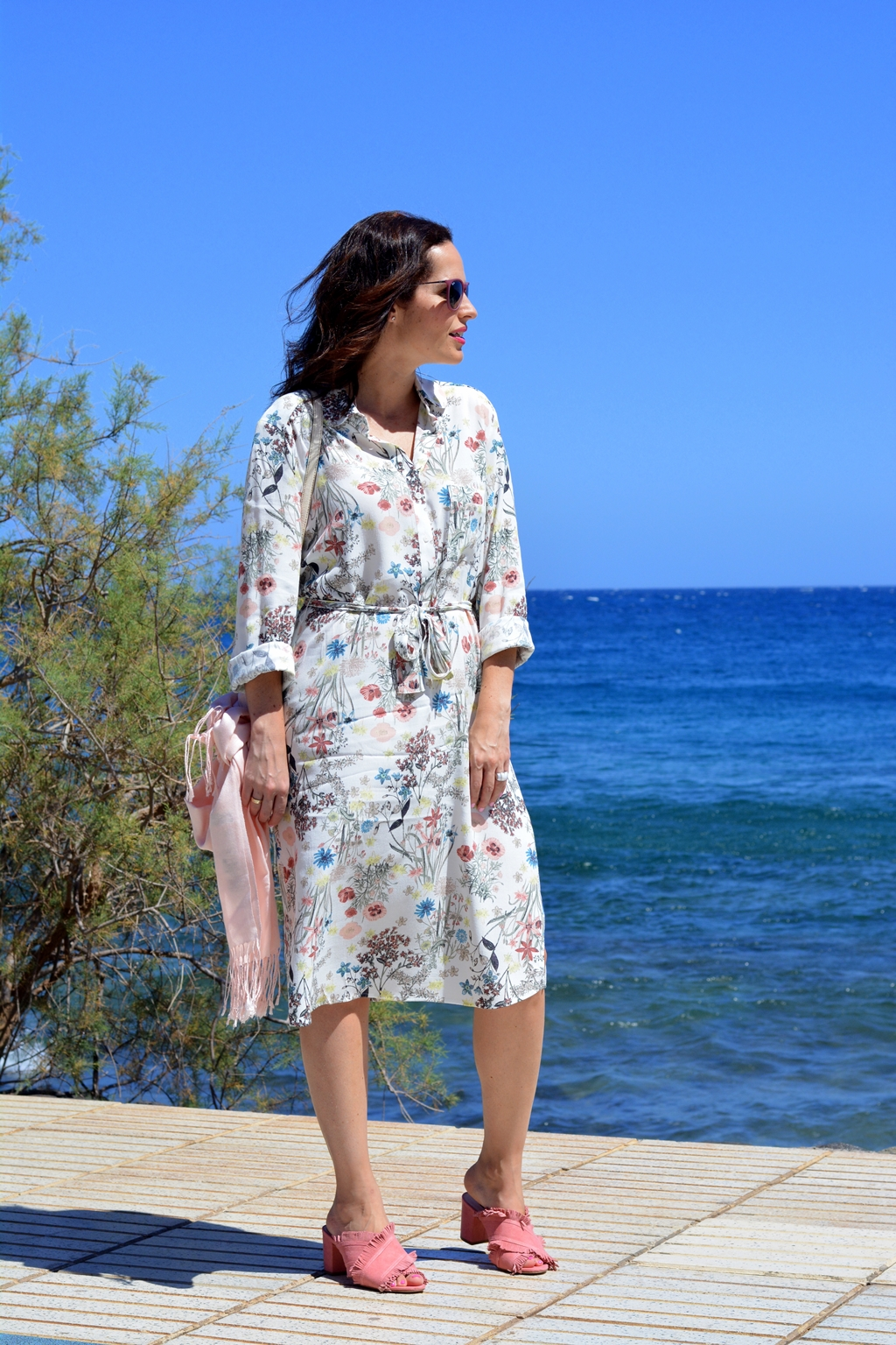 shirt-dress-flowers-outfit-street-style