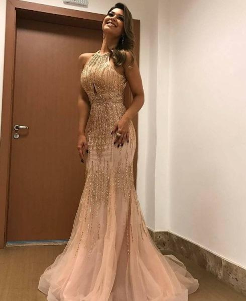 vestido de festa nude com dourado