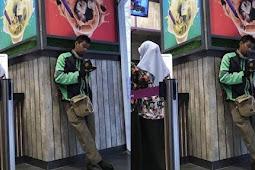 Luar Biasa, Driver Ojek Online Ini Sempatkan Diri Membaca Al Quran di Tengah Kesibukannya Melayani Konsumen