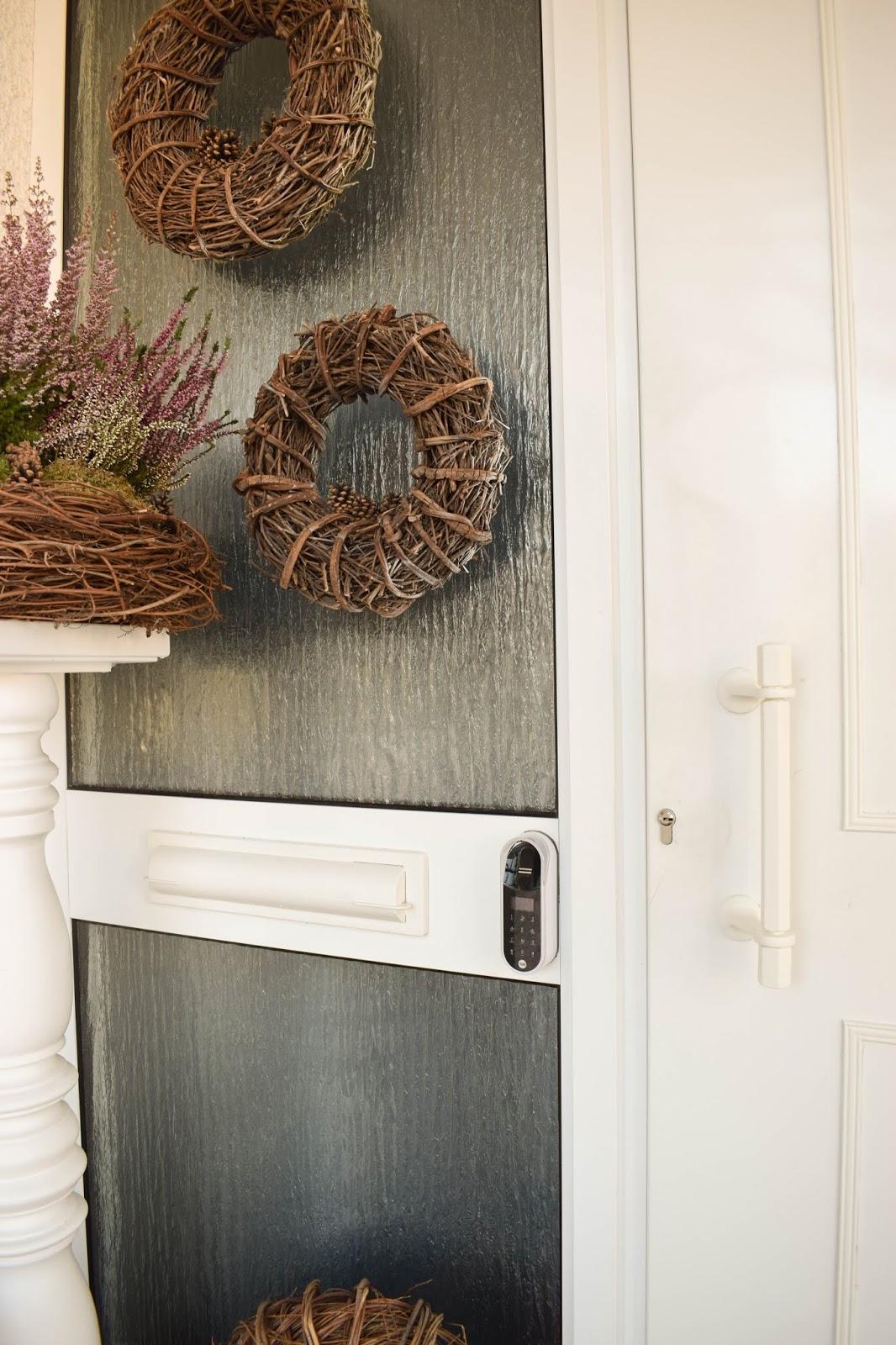 Herbstdeko Dekoidee Herbst Kränze Eingang Renovierung Tür natürlich dekorieren Renovierung Tür, Eingang, Diele. Yale Entr Smartlock: smartes Türschloss für Haustüre. Schliesssystem und intelligente Schliessloesung. Smart Home Ideen