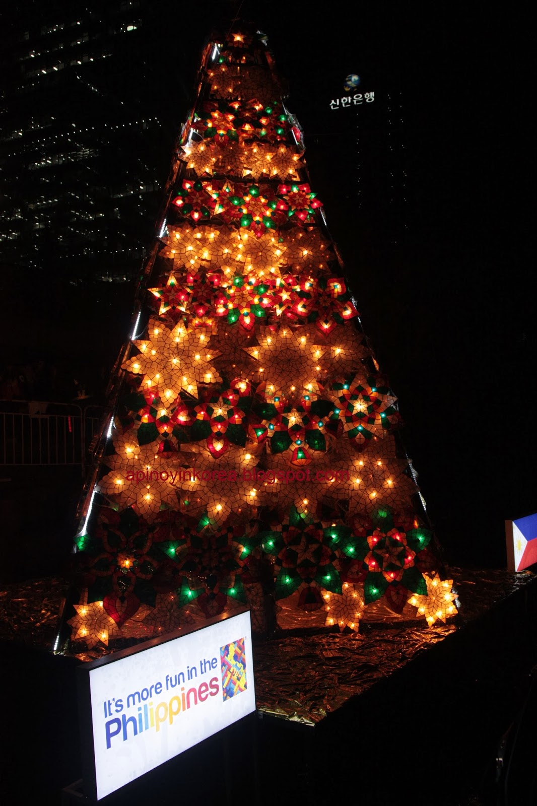 A Pinoy In Korea The Philippine Christmas Tree Lights Up