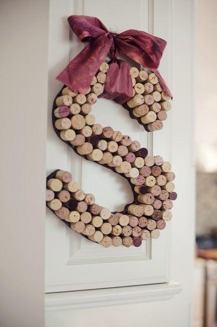 Letra decorativa con tapones de corcho