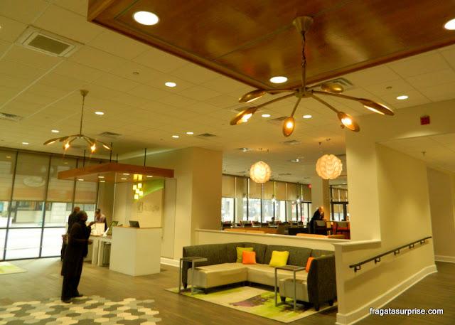 Recepção e o bar do hotel Holiday Inn Memphis Downtown