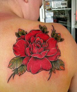 роза на спине тату