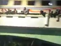 Detik-Detik Penonton Drama Kolosal di Surabaya Jatuh Usai Terserempet Kereta