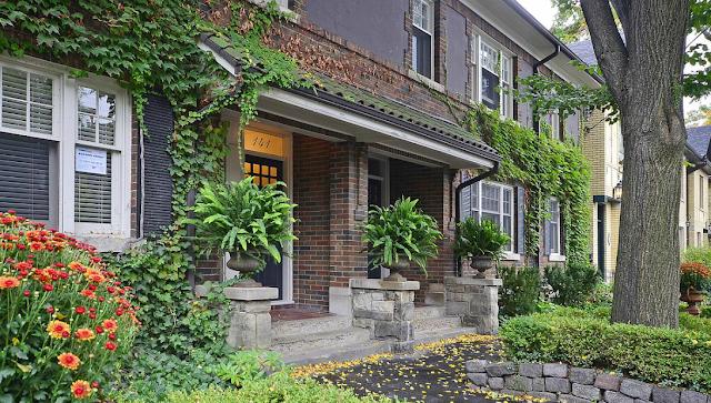 Vintage Condo In Toronto Posh Neigborhood Asking for $90K Premium In Just One Week