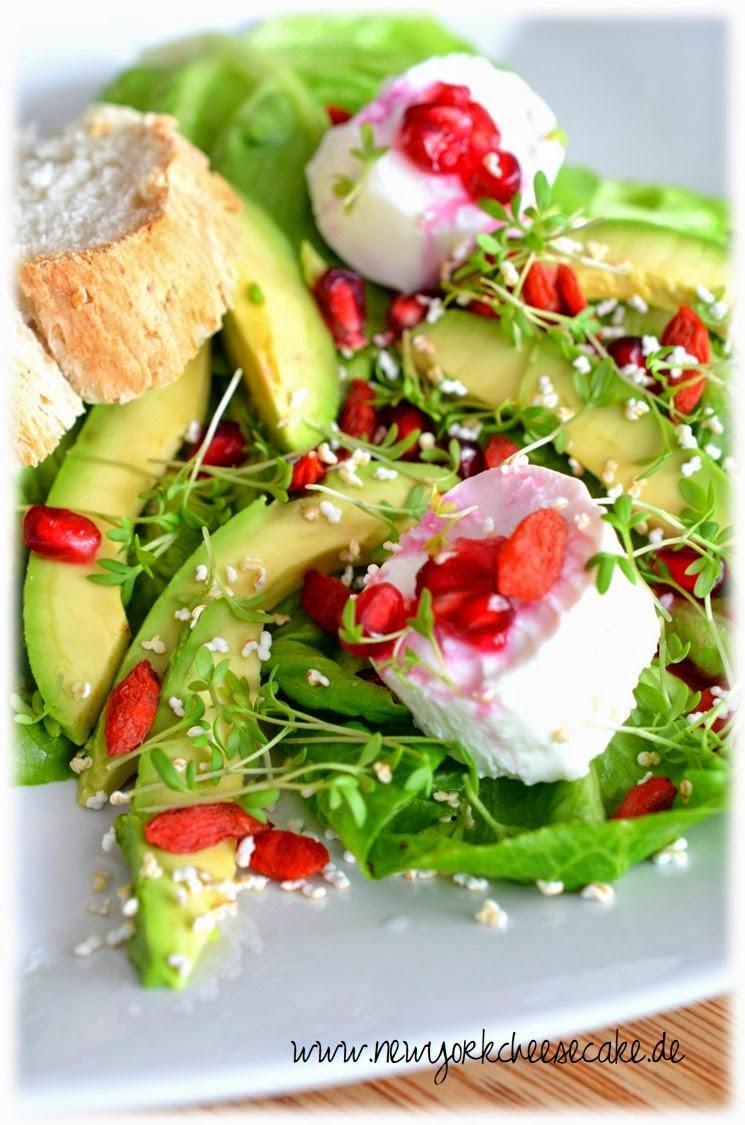 superfood salat mit ziegenk se goji beeren avocado granatapfel und amaranth. Black Bedroom Furniture Sets. Home Design Ideas