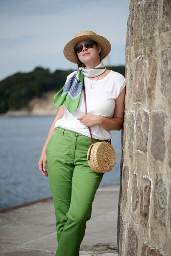https://seaofteal.blogspot.com/2018/10/apple-green-self-drafted-trousers.html
