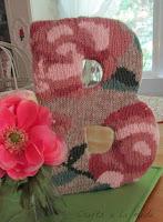 riciclo vecchio maglione per decorare una lettera