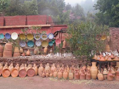 Puestos de venta en los arcenes de la carretera del Gran Atlas