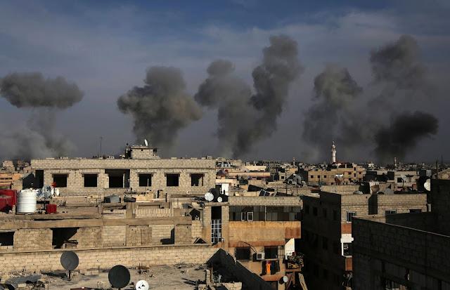 Militantes do Estado Islâmico tomaram 550 famílias de aldeias ao redor de Mosul e estão segurando-os perto de locais controlados pelo grupo na cidade iraquiana, provavelmente como escudos humanos, um porta-voz do escritório de direitos humanos da ONU disse na sexta-feira