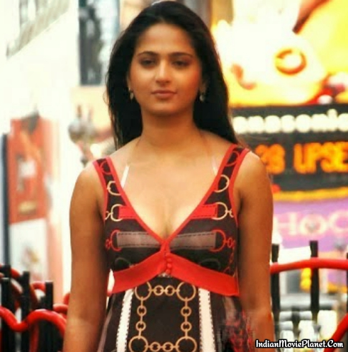 anushka shetty hot cleavage show images