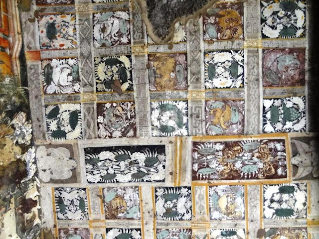 Painting on the ceiling of Ajanta cave 17