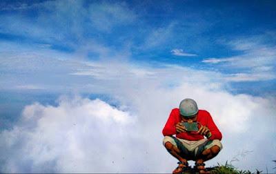 Langit di puncak tampomas