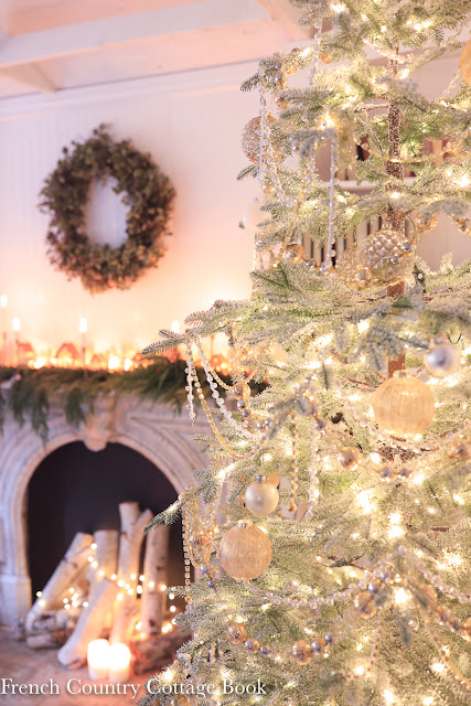 Merry & Bright-  Cottage Living Room Christmas Tree