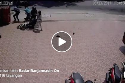 Viral Video 2 Perempuan Lawan dan Hajar 2 Penjambret di Bajaramasin Terekam CCTV Sebelum Warga Datang