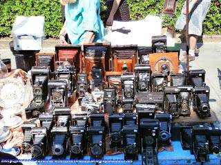 Puesto de cámaras de fotos antiguas en el mercadillo de Portobello Road