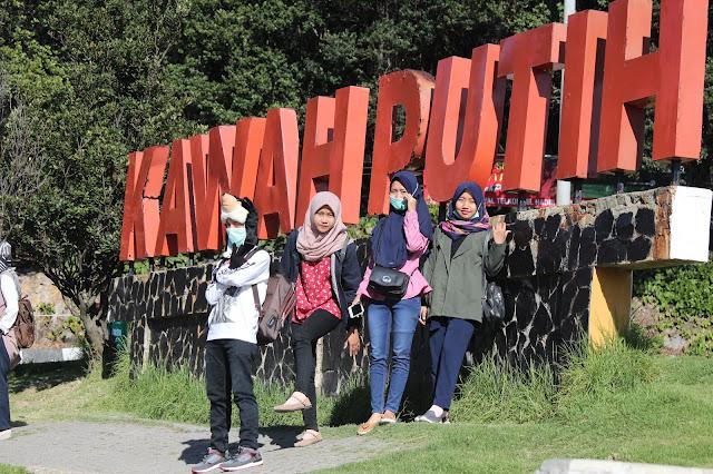 Jadi Baru Kebumen 2018 Tour To Bandung, Best Momen- di depan tulisan kawah putih 3