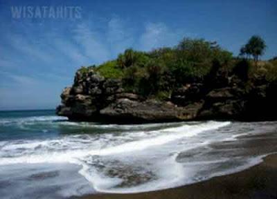 Eksotisme Pantai Jolosutro Blitar