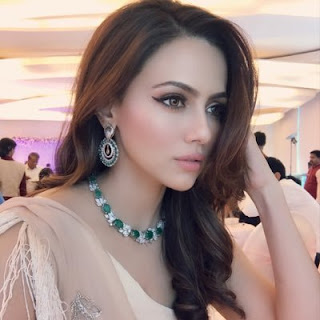 Sana Khan hot, pakistani actress, facebook, died, age, saeeda sana khan, indian actress, model, actor